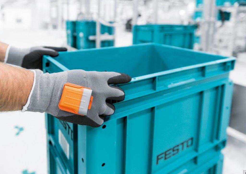 Handschuh mit integriertem Scanner