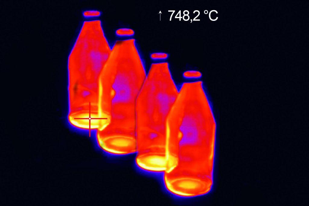 IR-Zeilenkameras für die Glasproduktion