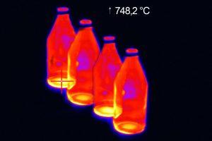 Die Kamera wird im Abkühlprozess bei der Flachglasherstellung ebenso eingesetzt wie bei der Behälterglasproduktion. (Bild: Optris GmbH)