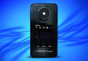 Mit dem Spectis 1.0 Touch FL können mittels FFT-Messung bis zu fünf dominante Frequenzanteile erfasst werden. (Bild: GL Optic Lichtmesstechnik GmbH)
