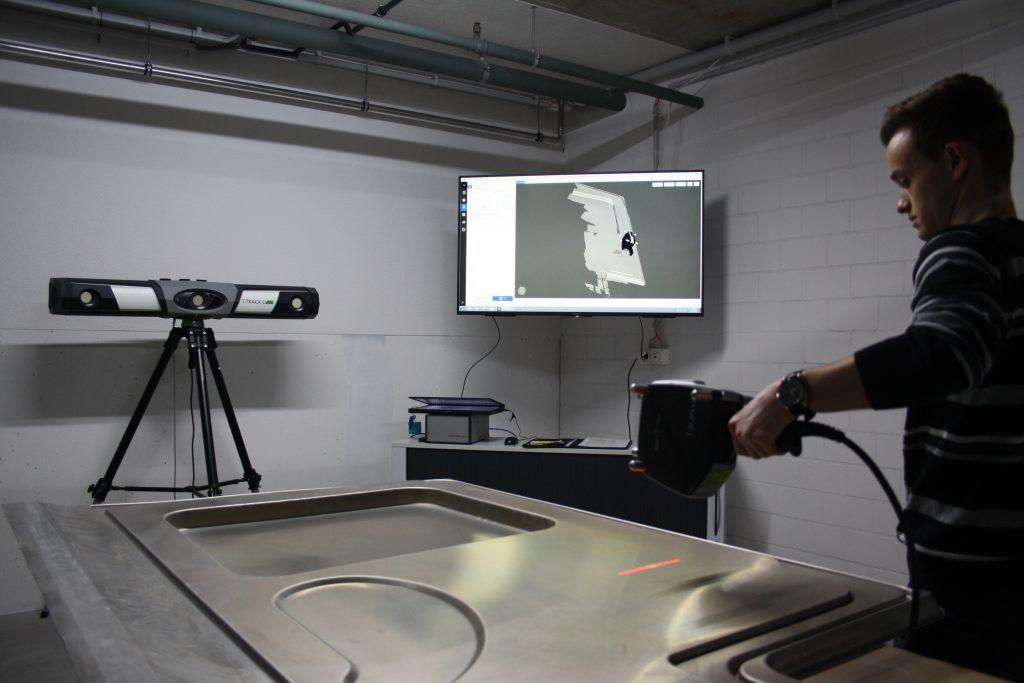Das Zeiss System besteht aus drei Komponenten: Trackingkamera, Handscanner und Touchprobe. Diese können modular und je nach Bedarf aufgebaut werden. (Bild: photo visualarte martin eschmann)