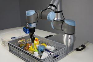 Roboter greifen beliebige Objekte ohne Teaching