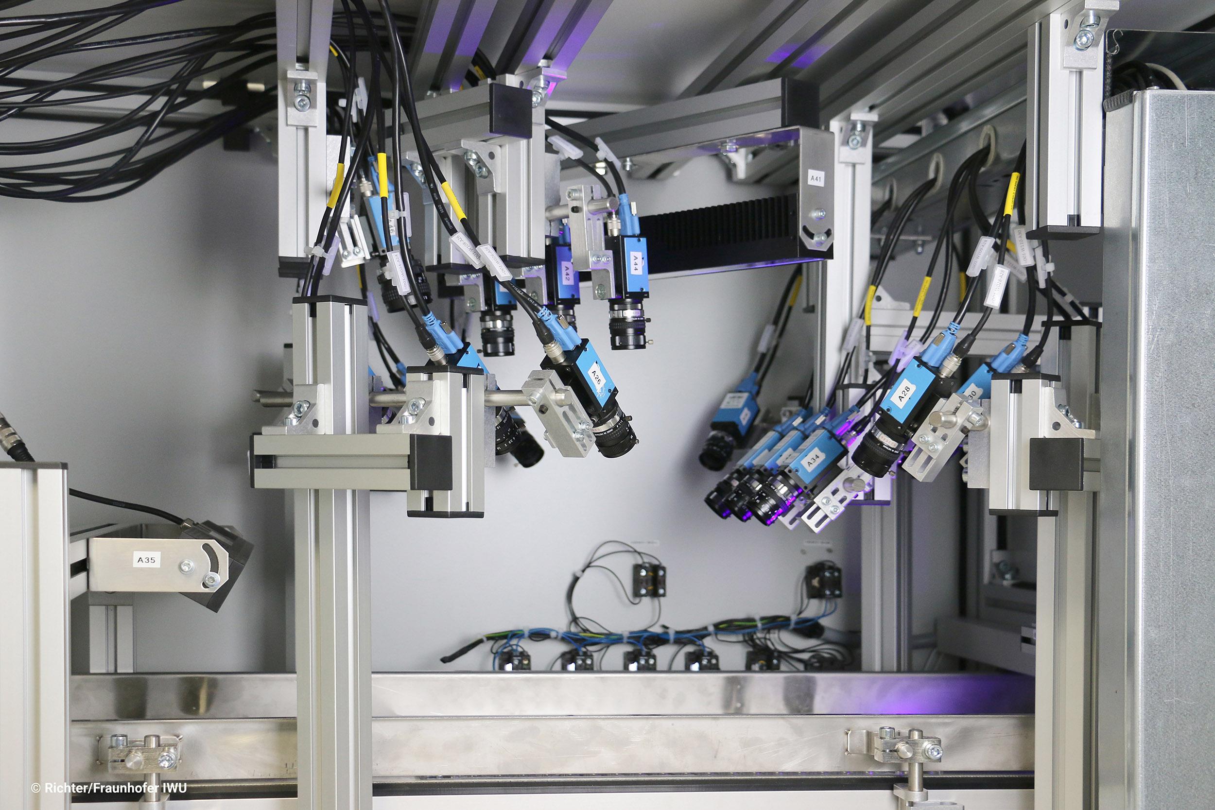 Bei der Prüfanlage zur optischen Überwachung von lackierten Kleinteilen inspizieren 19 Full-HD Kameras bis zu 250 lackierte Kleinteile im Durchlauf. (Bild: Maschinenbau Kitz GmbH)