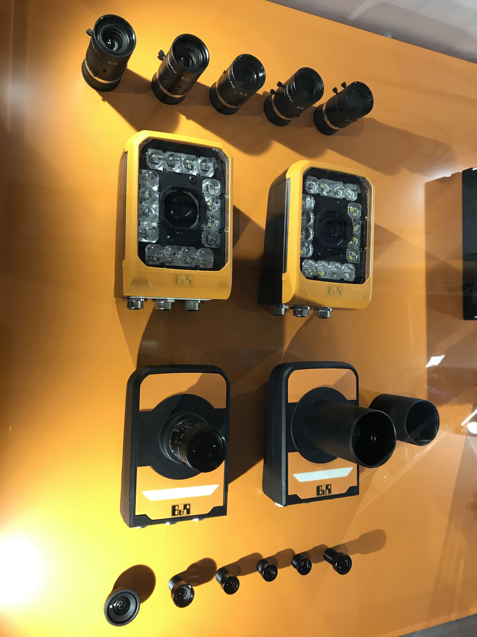 Die C-Mount Objektive für die intelligente Kamera von B&R stehen in Brennweiten von 12 bis 50mm zur Verfügung. (Bild: TeDo Verlag GmbH)