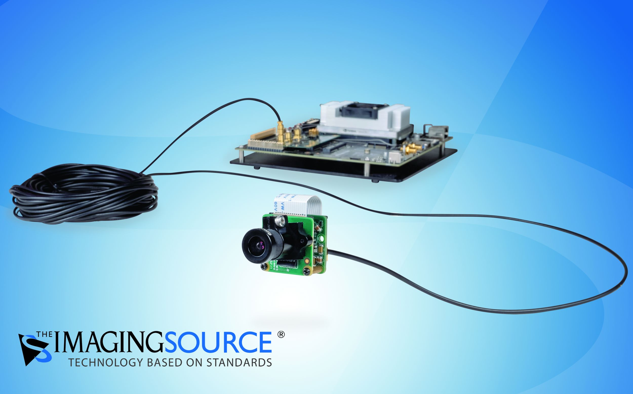 Das MIPI/CSI-2 Modul inklusive Serializer wird per FPD-Link III mit bis zu 15m Kabellänge mit dem Embedded-System (hier: Nvidia Jetson) verbunden. (Bild: The Imaging Source Europe GmbH)