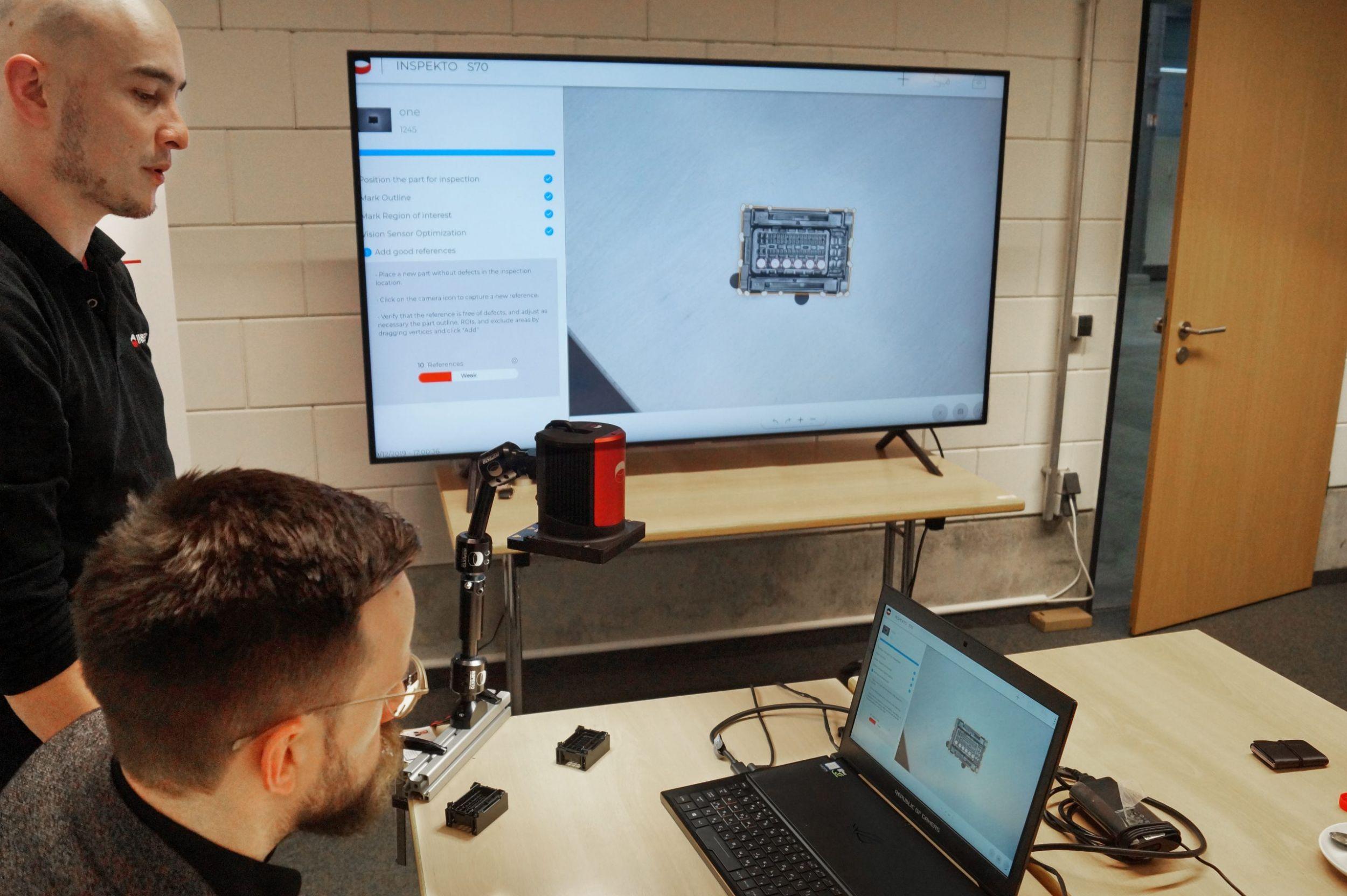 Nach kurzer Einführung kann der technisch unbeflissene Redakteur das Vision-System selbstständig kalibrieren. (Bild: TeDo Verlag GmbH)
