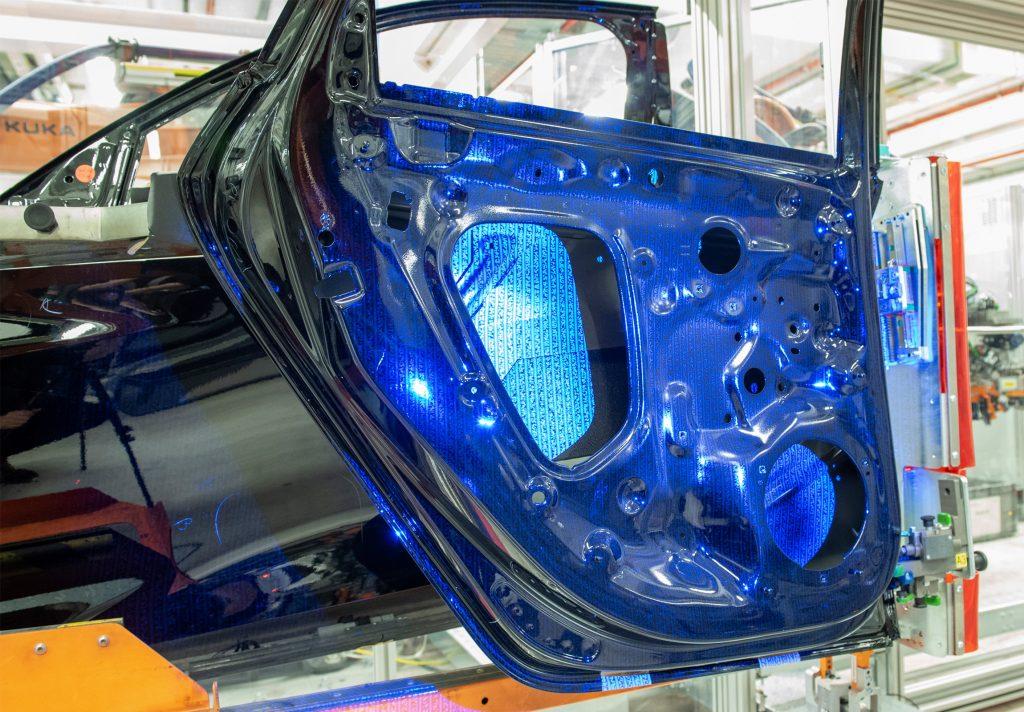 Projiziertes Pattern zur 3D-Erfassung der Bauteilgeometrie (Bild: Audi AG)