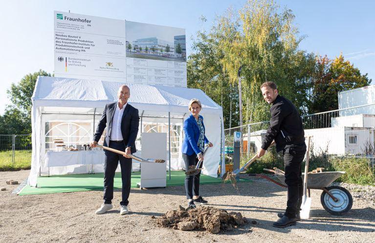 Spatenstich für Fraunhofer IPA Neubau