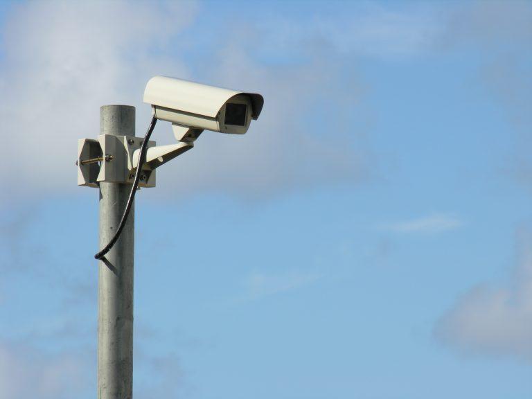 Windeinwirkung auf Kameras im Außenbereich