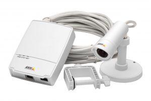 Die Kamera M2014-E von Axis hat ein spezielles Designkonzept mit einer Haupteinheit und einer separaten Kameraeinheit, die bis zu 8m entfernt voneinander montiert werden können, was für besonders große Flexibilität bei der Aufstellung sorgt. (Bild: Axis Communications GmbH)