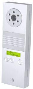 SIP-Sprechstelle mit CP-CAM, Lautsprecher, Freisprechmikrofon und zweizeiliger Klartextanzeige mit Hintergrundbeleuchtung. (Bild: StentofonBaudisch GmbH)