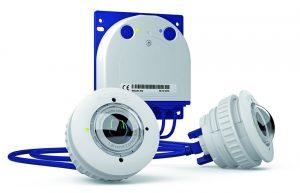 Die kompakte S15D FlexMount ist ein universell einsetzbares, verdeckt montierbares Videosystem mit einer detailreichen Auflösung von bis zu 6 Megapixeln. Bei der komplett wetterfesten IP-Kamera sind zwei Miniatur-Sensormodule über jeweils 2m lange Kabel mit dem Kameragehäuse verbunden. Dank der hemisphärischen Dualoptik können zwei getrennte Räume gleichzeitig und ohne toten Winkel videogesichert werden. (Bild: MOBOTIX AG)