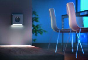 LED-Orientierungslichter bieten bei Dunkelheit ein erhöhtes Maß an Sicherheit. (Bild: Albrecht Jung GmbH & Co. KG)