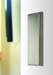 Der Großflächentaster sorgt für barrierefreies Öffnen von Türen. Alternativ kann er aber auch zum Schalten von Licht benutzt werden. (Bild: Albrecht Jung GmbH & Co. KG)