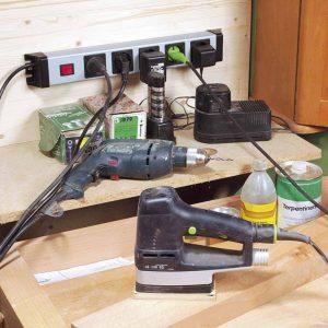 Durch die schlag- und bruchfeste Konstruktion bieten sich Powerversal-Steckdosenleisten von Kopp auch für die sichere Nutzung in rauen Werkstattumgebungen an. (Bild: Heinrich Kopp GmbH)
