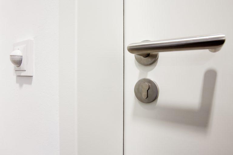 Sicherheit und Energieeffizienz im Treppenhaus erhöhen