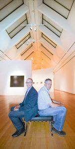 Freuen sich über neue Ausstellungen und das gelungene Modernisierungsprojekt in der Schirn: Markus Anisewicz (links) von Wago und Claus Menzel vom Hochbauamt Frankfurt (Bild: WAGO Kontakttechnik GmbH & Co. KG)