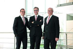 v.l. Dipl.-Ing. (FH) Helmut Pusch, Dr. rer. pol. Philipp Dehn, Dr.-Ing. Peter Zahlmann (Bild: Dehn + Söhne GmbH & Co. KG)