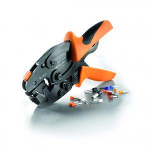 Weidmüller Crimpwerkzeug 'PZ6 Roto L': 'PZ6 Roto L' vereint in einem Werkzeug die Vorteile eines flexiblen und eines feststehenden Crimpeinsatzes. Das zeitaufwendige Wechseln der Werkzeuge entfällt, denn Kabel und Aderhülsen lassen sich mit 'PZ 6 Roto L' im Querschnittsbereich von 0,14 bis 6,0 mm² (AWG 24...10) mit einem einzigen Werkzeug crimpen. (Bild: Weidmüller)