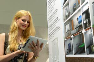Ein Trend: Bedienung der verschiedenen Gewerke im Haus mit Tablet-PC. (Bild: Messe Frankfurt Exhibition GmbH/ Pietro Sutera)