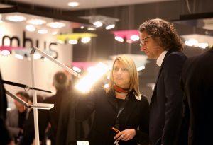 Das umfassende Lichtangebot der Light+Building ist geprägt durch eine dynamische Entwicklung von LED- und OLED-Technologien. (Bild: Messe Frankfurt Exhibition GmbH/ Jens Leibchen)
