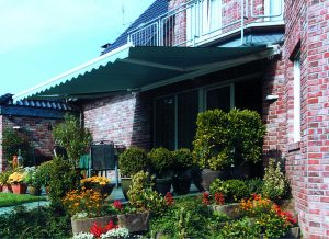 Funkmarkisen werten eine Terrasse entscheidend auf und sind ganz einfach nachzurüsten. (Bild: Somfy GmbH)