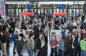 Während der sechs Messetage informierten sich 211.500 Fachbesucher (2012: 195.582*) aus 161 Ländern über die Innovationen und Lösungen der Hersteller. Das entspricht einem Zuwachs von acht Prozentpunkten. Auch der Internationalitätsgrad bei den Besuchern ist nochmals um drei Prozentpunkte angestiegen. Mit einem Anteil von 47 Prozent an der Gesamtzahl kam fast jeder zweite Besucher aus dem Ausland. (Bild: Messe Frankfurt GmbH)