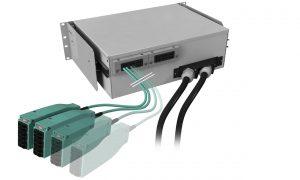 Mit einer H.D.S. Spleißbox von EasyLan lassen sich an zentraler Stelle Backbone-Kabel in flexible 12-faserige Kabel aufteilen. Somit müssen keine Backbone-Kabel mehr in die Netzwerkschränke verlegt werden. Sämtliche Spleißarbeiten finden an einer zentralen Stelle statt. (Bild: EasyLan GmbH)