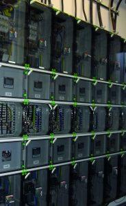 Um den Forderungen des EEG nachzukommen, werden innerhalb von Unternehmen derzeit viele zusätzliche Zählereinheiten nachgerüstet. Gehäuse von Spelsberg lassen sich durch ihren modularen Aufbau gut in die vorhandene Infrastruktur integrieren und bieten sicheren Schutz auch in rauer Industrieumgebung. (Bild: Günther Spelsberg GmbH & Co. KG)