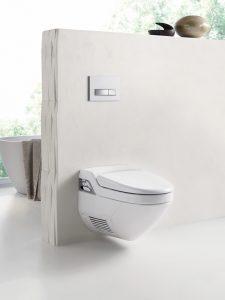 Die Akzeptanz von Dusch-WCs wie zum Beispiel Geberit AquaClean 8000plus oder AquaClean Sela wächst. Ihre Installation setzt einen Stromanschluss voraus. (Bild: Geberit Vertriebs GmbH)