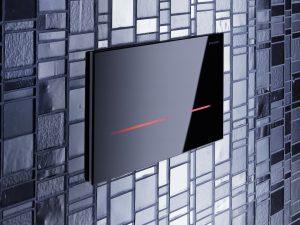 Künftig sind mehr eletrotechnische Anschlüsse im Bad gefragt, z.B. für  elektrische Spülauslösungen wie die Geberit Sigma80. (Bild: Geberit Vertriebs GmbH)