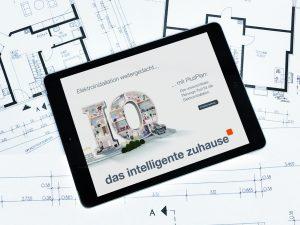Mit der App 'PlusPlan' kann der Elektrofachmann seinen Kunden virtuell durch das Wunschhaus führen und Lösungen anhand von 3D-Darstellungen erläutern. (Bild: Hager Vertriebsgesellschaft mbH & Co. KG)