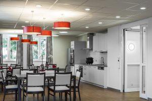 In den Arzt- und Behandlungszimmern sowie weiteren gemeinschaftlich genutzten Räumen ist das neue System so integriert worden, dass es mit handelsüblichen Lichttastern einfach bedient werden kann. (Bild: Trilux GmbH & Co. KGBild: Trilux GmbH & Co. KG)