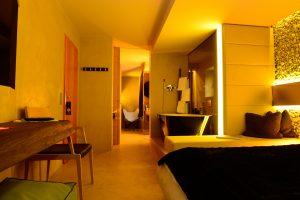 Der Gast kann mit digitalStrom Lichtszenarien nach individuellen Vorlieben einrichten. (Bild:  Raumzeit Fotografie)