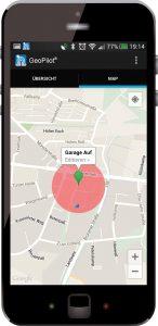 Mit der speziellen App GeoPilot wird es möglich, dass sich das Tor automatisch öffnet, sobald sich das Auto in einer vorher festgelegten Entfernung befindet. (Bild: Rademacher Geräte-Elektronik GmbH)