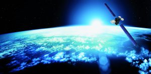 Für die Verbreitung digitaler TV-Programme und die Zuführung zu Kabelnetzen haben Satelliten eine zentrale Funktion. (Bild: Eutelsat)