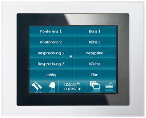 Bedient wird die Raumtechnologie über vier Farb-Touchpanels. (Bild: Siemens AG)