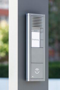 Die Zutritts- und Zufahrtskontrolle sowie Videoüberwachung wurde von Anfang an in das Gesamtkonzept des St Martin Towers eingebunden. (Bild: PCS Systemtechnik GmbH)