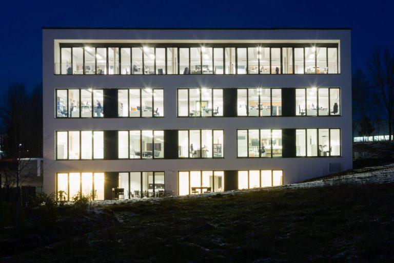 Mit KNX-Technik zum Nullenergiegebäude