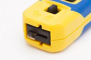 Der integrierte Klingenschutz verhindert Schnittverletzungen. Dieser neue Mechanismus verdeckt bei einem eventuellen Abrutschen vom Kabel die Hakenklinge blitzschnell. (Bild: Jokari-Krampe GmbH)