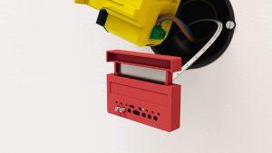 Um die POF-Faser an den Datalight Access Point von Fränkische anzuschließen, braucht der Elektriker lediglich einen Cutter. Spezialwerkzeug ist nicht nötig. (Bild: Fränkische Rohrwerke Gebr. Kirchner GmbH & Co. KG)