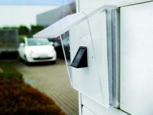 Der Fingerprintsensor LCN-GFPS im Außeneinsatz. Zutritt nur für Befugte. (Bild: Issendorff KG)