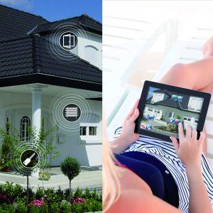 Mit der GVS kann man auch im Bezug auf Zutritts sein Haus aus dem Urlaub heraus überwachen. (Bild: Issendorff KG)