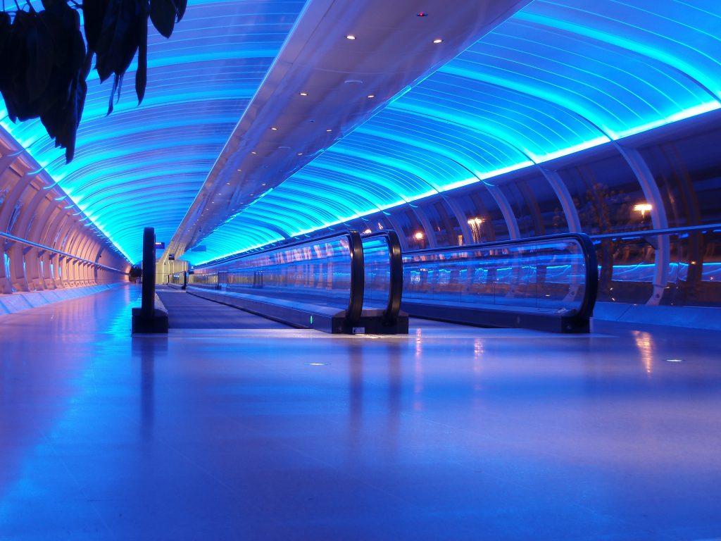 Mit Loytec-Dali-Lichtlösung erstrahlt der Flughafen Manchester in neuem Licht. (Bild: Stephen Gibson/Shutterstock.com)