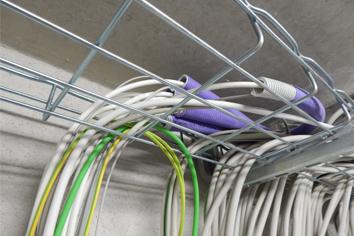 Strom und Daten in einem Arbeitsgang installieren