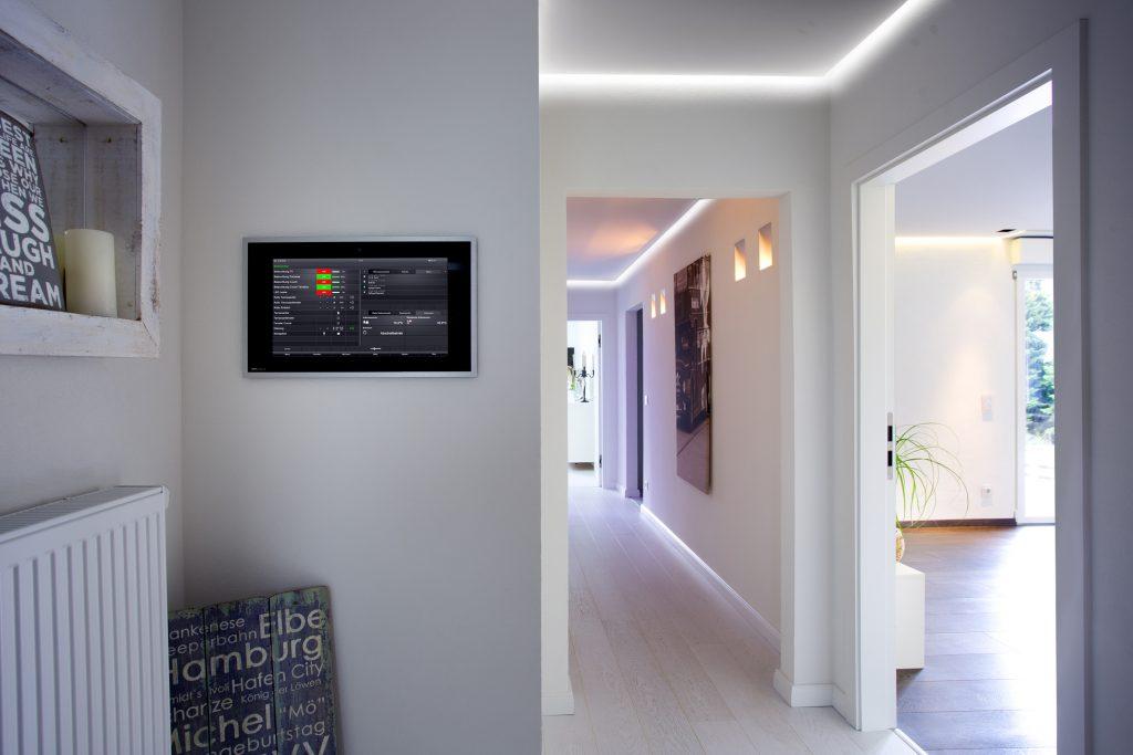 Die Haustechnik ist intelligent über ein KNX System verkn?pft - für mehr Komfort, Sicherheit und Flexibilit?t in der Zukunft. (Bild: ? U. Beuttenm?ller / Gira Giersiepen GmbH)