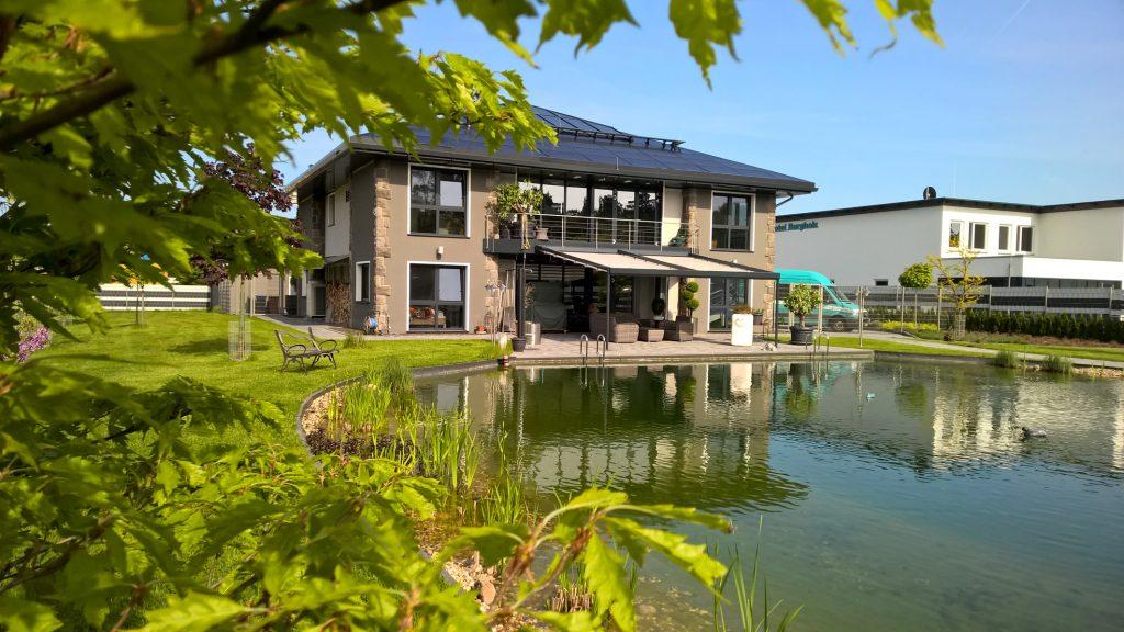 Das moderne Hotel Burgholz mit insgesamt 17 Einzel- und Doppelzimmern sowie zw?lf Appartements wird mit umweltfreundlicher, selbsterzeugter Energie versorgt. (Bild: SenerTec GmbH Kraft-, W?rme-, Energiesysteme)
