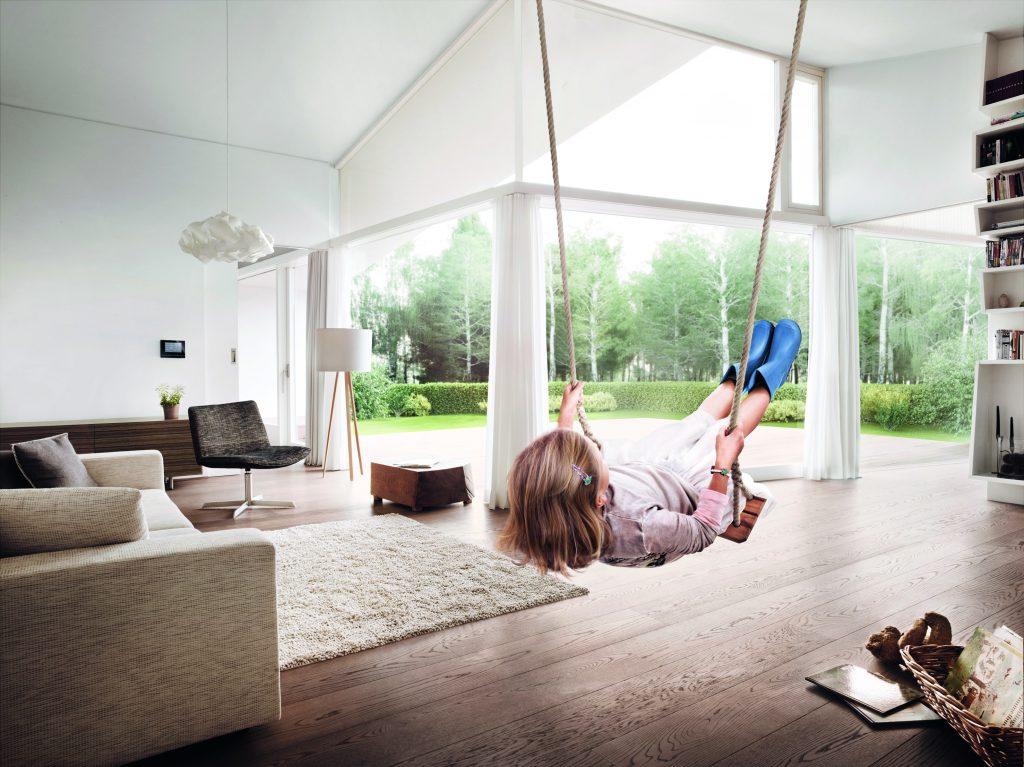 Durch Busch-free@home oder den Busch-Installationsbus KNX wird ein Zuhause smart und macht das Leben komfortabler. (Bild: Busch-Jaeger Elektro GmbH)