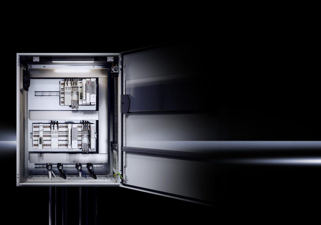 Das neue RiLine Compact ist die gepr?fte Systeml?sung für kompakte Energieverteilung in Schaltschr?nken und kleinen Steuerungsschr?nken. (Bild: Rittal GmbH & Co. KG)