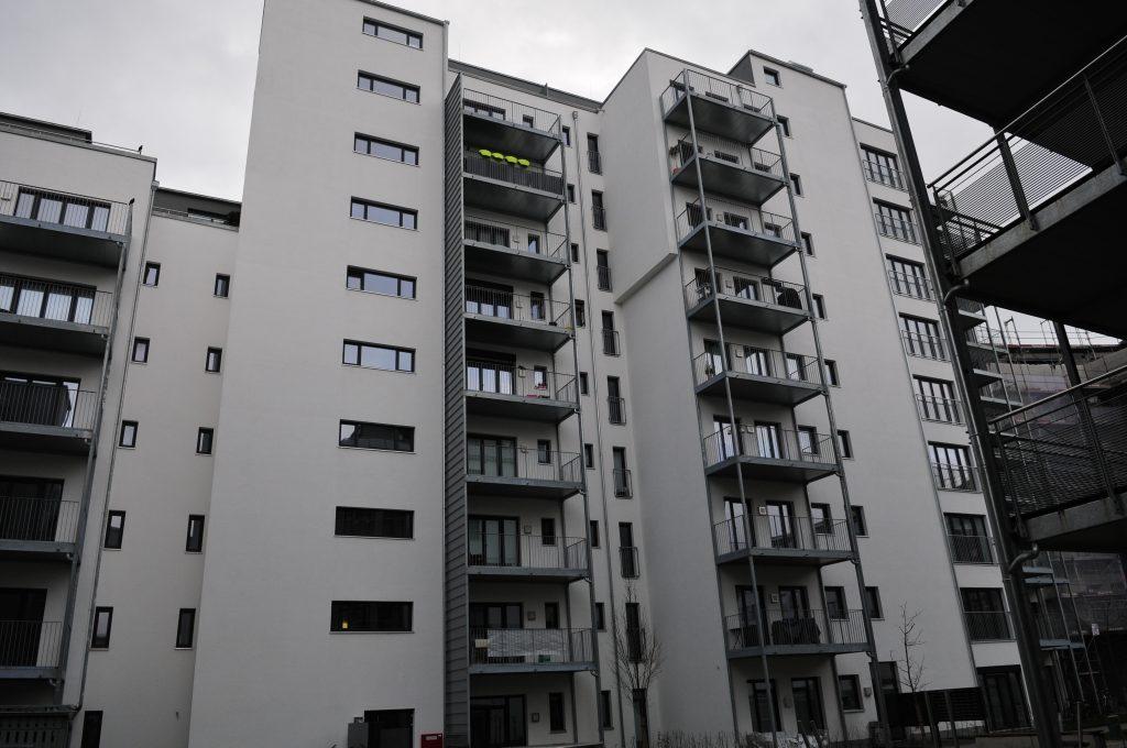 In dem aufw?ndig sanierten achtst?ckigem Wohnkomplex in N?rnberg gibt es 208 mit TV-Programmen zu versorgende Wohnungen. (Bild: Wisi Communications GmbH & Co. KG)
